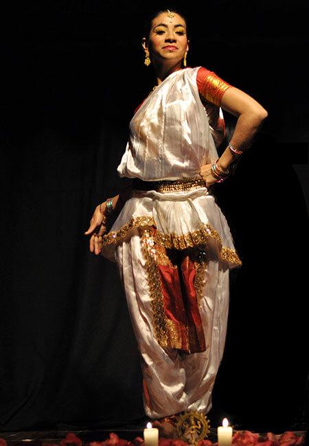 Luxor Academia de Danza Árabe - Neela